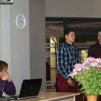 Skolas absolventi dalās profesionālajā pieredzē