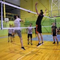 Skolas finālsacensības volejbolā.